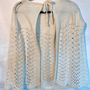 VINTAGE white crocheted cape